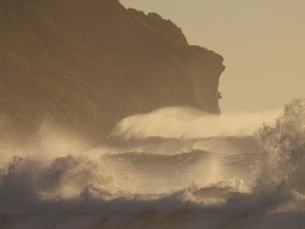 荒れたイタンキの海