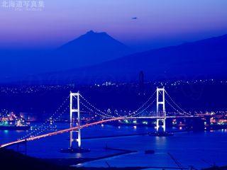 今月の壁紙:室蘭市の白鳥大橋の夜景