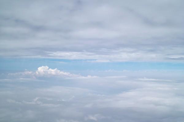 雲海に挟まれた