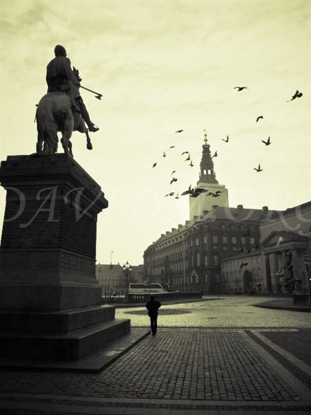 ストロイエ、アマートゥ広場の銅像