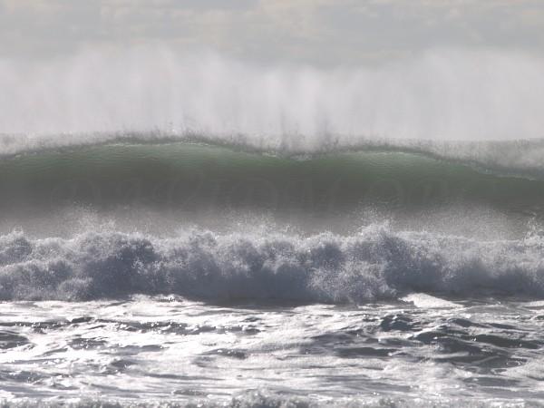 イタンキの大波