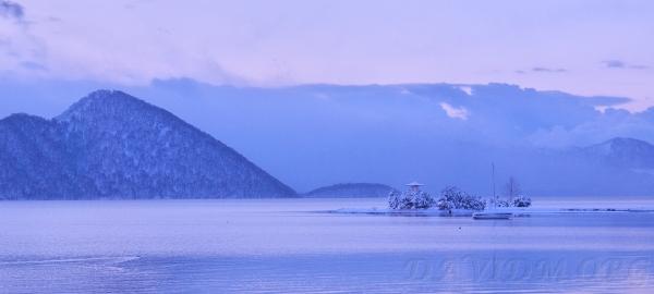 朝色の洞爺湖の写真