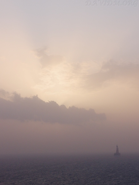 観測船ちきゅうと室蘭の夕陽