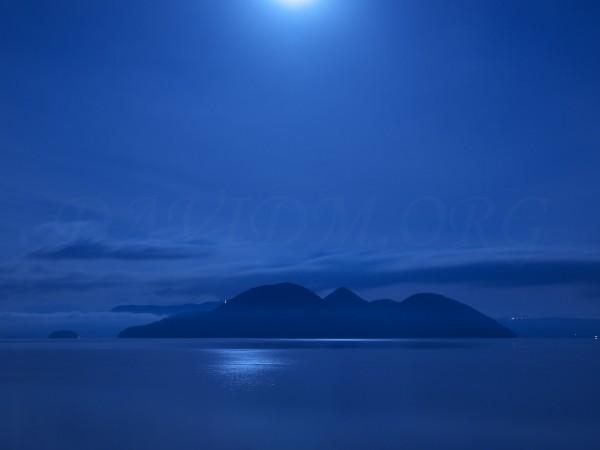 洞爺湖の満月の夜