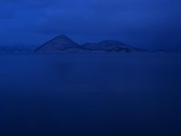 夜を迎える洞爺湖の写真