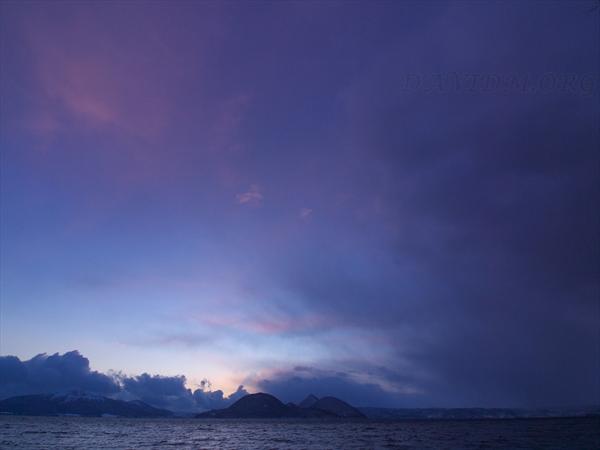 夕暮れの洞爺湖の写真