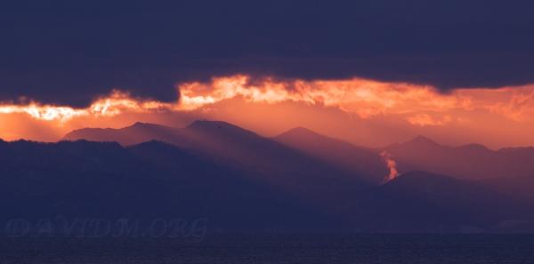 噴火湾の夕陽の写真