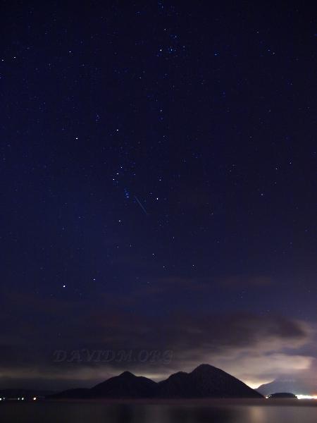 オリオン座と洞爺湖の写真