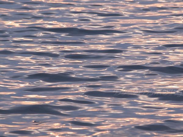 洞爺湖の夕陽と波紋