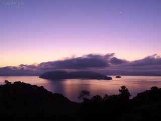 今月の壁紙: 夜明け前の洞爺湖