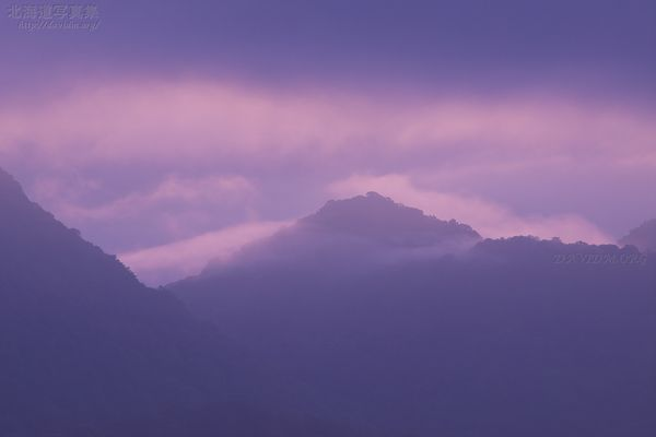 今月の壁紙: 雲がかかる洞爺湖の中島