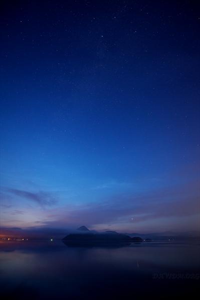 朝を迎える洞爺湖の星空