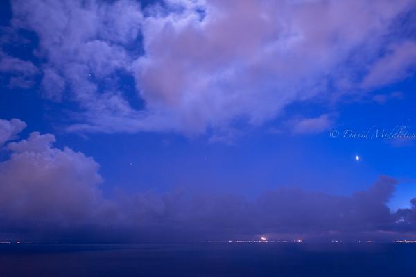 金星と噴火湾の風景