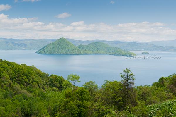 初夏の洞爺湖の湖面