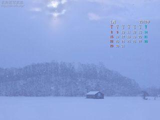 1月の壁紙カレンダー: 雪降る冬の小屋