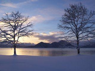今月の壁紙: 洞爺湖の冬の朝