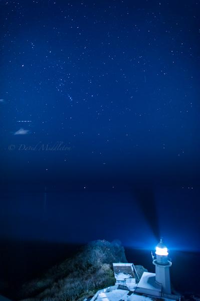 地球岬の灯台と星空