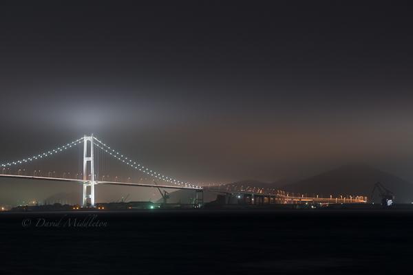 雲を照らす白鳥大橋の写真