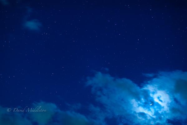 三日月と星空の写真