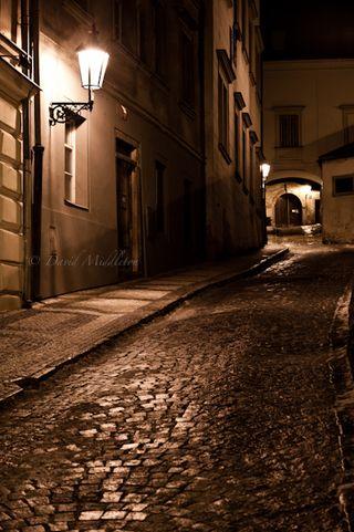 石畳の坂道 in プラハ