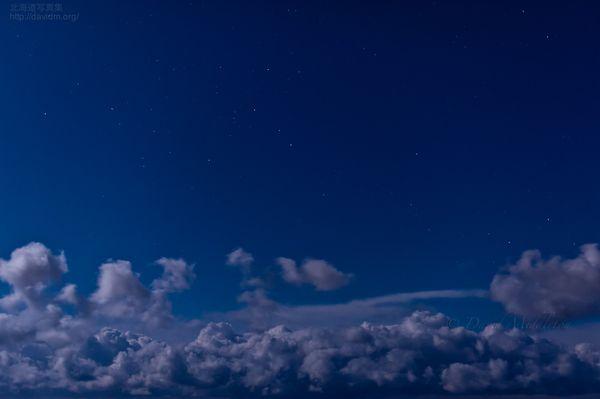 今月の壁紙: 満月の星空