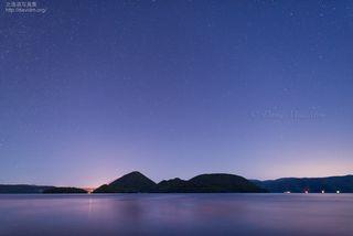 今月の壁紙: 洞爺湖の星空
