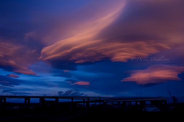 夕暮れの白鳥大橋