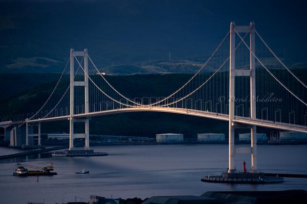 白鳥大橋と夕陽