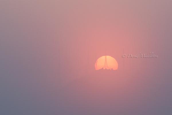 霧と測量山と夕陽