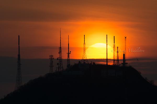測量山と夕陽