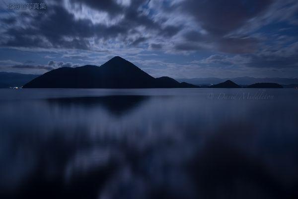 今月の壁紙: 月夜の洞爺湖