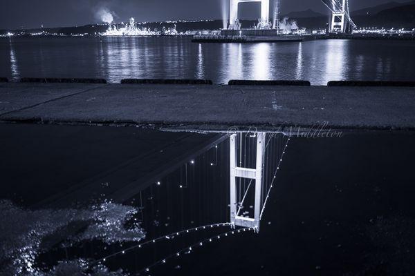 水たまりと白鳥大橋