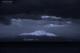 今月の壁紙: 雪を頂く駒ヶ岳