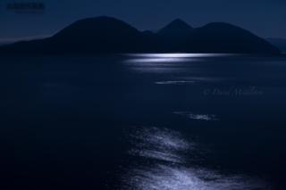 今月の壁紙: 洞爺湖と月光