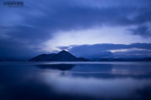 今月の壁紙: 洞爺湖の夜明け