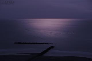 今月の壁紙: 満月に照らされたイタンキ浜