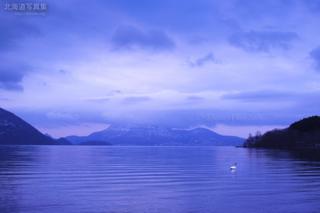 今月の壁紙: 春目前の洞爺湖
