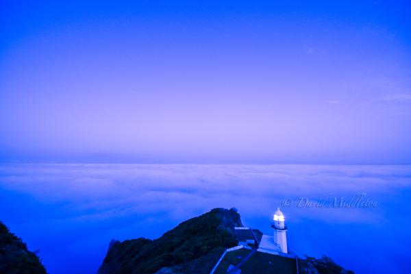 雲の上の灯台